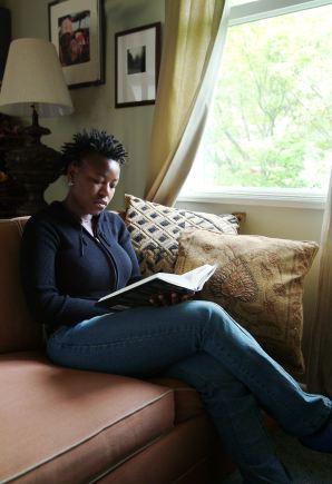 Woman_reading,_2003_(3253265421)